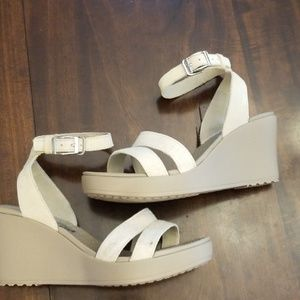 CROCS Leigh ll Sandals Wedge Ankle Strap 8 Ivory